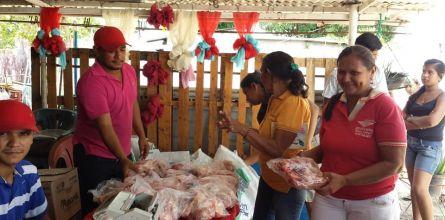 Familias del sector Barrio Obrero se favoreció con proteína roja
